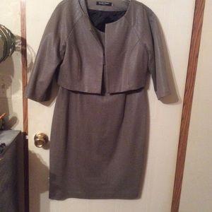 Very nice Ellen Tracy dress jacket combo